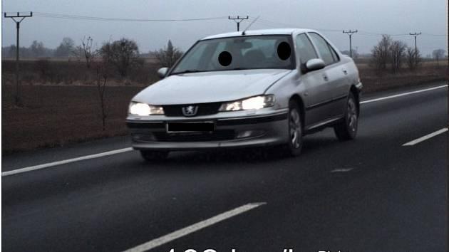 راننده جوان با سرعت رکورد و در حین رانندگی ممنوعیت رانندگی و جریمه نقلیه در حال رانندگی بود