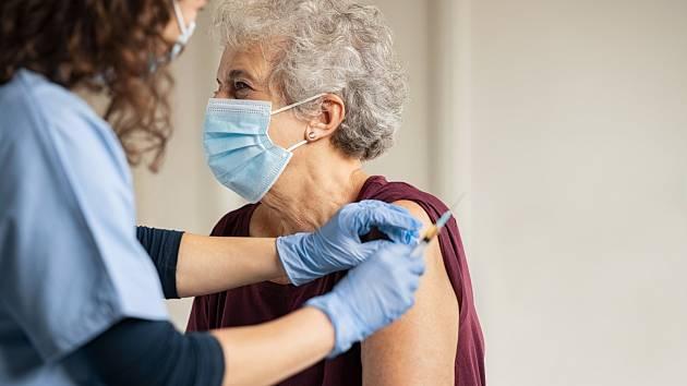 واکسیناسیون در جمهوری چک بسیار کند است.  فقط یک چهارم افراد بالای 80 سال واکسن دارند