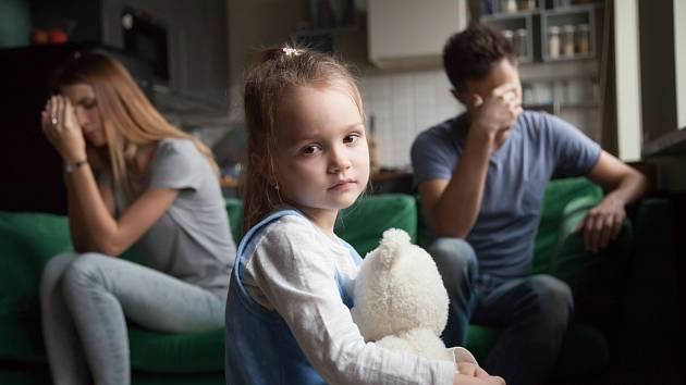 تیغ و خون در برابر استرس.  موارد خودزنی در کودکان به طور جداگانه در حال افزایش است